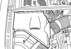 Крышку двигателя с правой части моторного отсека