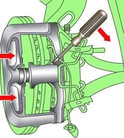 Как поменять передние колодки тормозные на Ауди А6 | Audi Клуб: http://www.audi-club.ru/index.php?threads/kak-pomenjat-perednie-kolodki-tormoznye-na-audi-a6.234845/