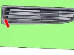Расположение винта крепления левой вентиляционной решетки