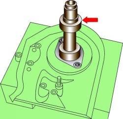 Использование специального приспособления 2056 для снятия уплотнительного кольца распределительного вала