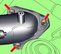 Расположение болтов крепления приемной выхлопной трубы к турбокомпрессору