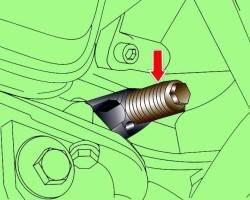 Расположение установочного винта 3242 для фиксации коленчатого вала