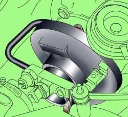Крепление трубки подачи масла к турбокомпрессору и впускному коллектору