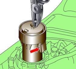 Извлечение датчика уровня топлива и расположение электрического разъема