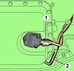 Расположение электрического разъема датчика уровня моторного масла (1) и возвратного шланга (2) системы вентиляции картера