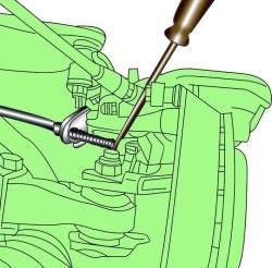 Проверка регулировки троса стояночного тормоза нажатием лезвием отвертки рычага троса