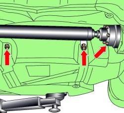 Расположение болтов крепления фланца карданного вала к главной задней передаче и винтов крепления термозащитного экрана