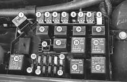 Номера предохранителей, плавких вставок и реле в монтажном блоке, расположенном в подкапотном пространстве автомобиля Chevrolet Lanos