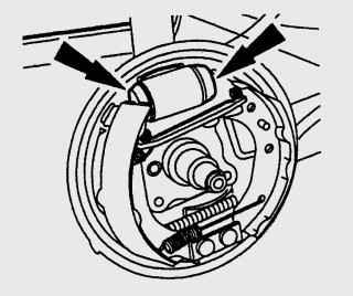 Места установки тормозных колодок на поршни колесного тормозного цилиндра