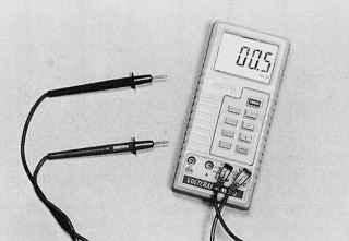 Универсальный тестер, предназначенный для точного измерения контрольных значений напряжения, тока или сопротивления в электрических цепях автомобиля