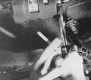 При всех работах по техническому обслуживанию и ремонту курение категорически запрещено