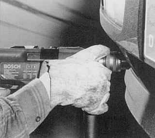 Использование перчаток при работе с дрелью опасно