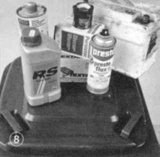 Спрей, старое масло, тормозную жидкость, или старые тормозные колодки утилизируйте соответствующим образом. Использованные аккумуляторы принимают в специальных пунктах приема