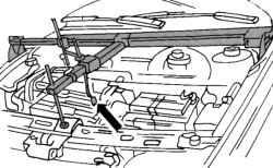 Устройство для подъема двигателя и привода при вывешивании двигателя