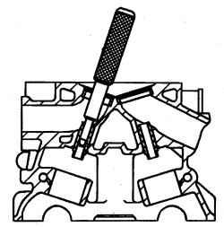 Выпрессовка направляющих втулок клапанов