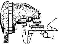 Замер зазора от торца шестерни до чашки упорного кольца при полностью втянутом якоре тягового реле