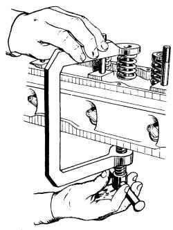 Снятие клапанных пружин