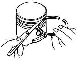 Проверка бокового зазора между поршневым кольцом и канавкой в поршне