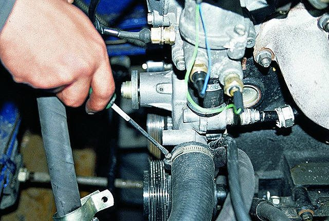 Силовой агрегат Приоры перегревается, потому что основная часть тепла не уходит из мотора.