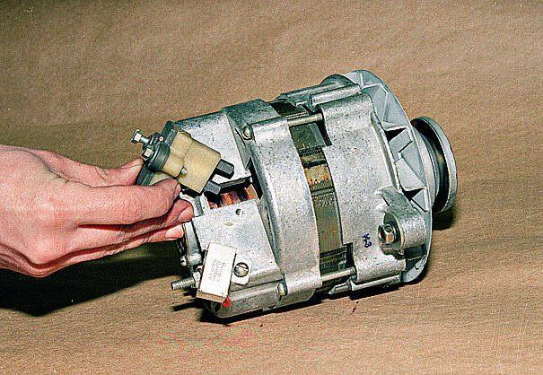 Генератор двигателя ЗМЗ 402
