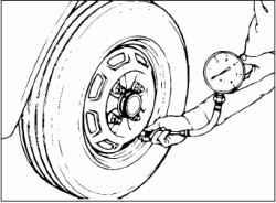 Проверка давления воздуха в шинах (включая запасное колесо)