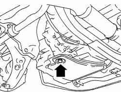 Размещение пробки маслосливного отверстия автоматической коробки передач