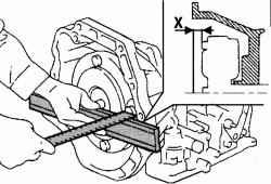 Проверка расстояния между креплением гидротрансформатора и поверхностью сопряжения картера автоматической коробки передач с двигателем