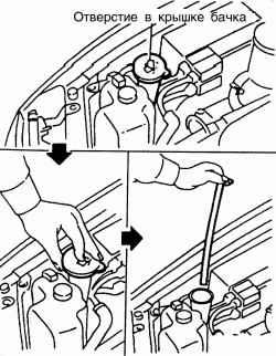 Проверка уровня жидкости в бачке стеклоомывателя (вариант с контрольной трубкой)
