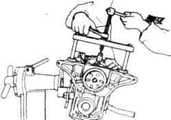 12.3  Снятие крышек на 4 -цилиндровых двигателях