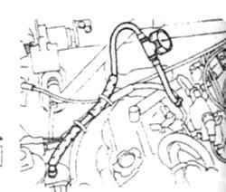 7.4в Установка манометра для проверки насоса на двигателях V6 с прямым впрыском топлив. Манометр присоединяется между фильтром и магистралью со стороны двигателя.