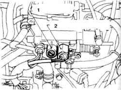 14.7 Регулировка оборотов холостого хода при включении кондиционера 1.  Регулировочный винт 2. Клапан корректора холостого хода