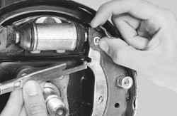 Замена тормозных колодок тормозного механизма заднего колеса