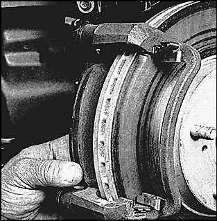 Замена передних колодок тойота камри 30 своими руками