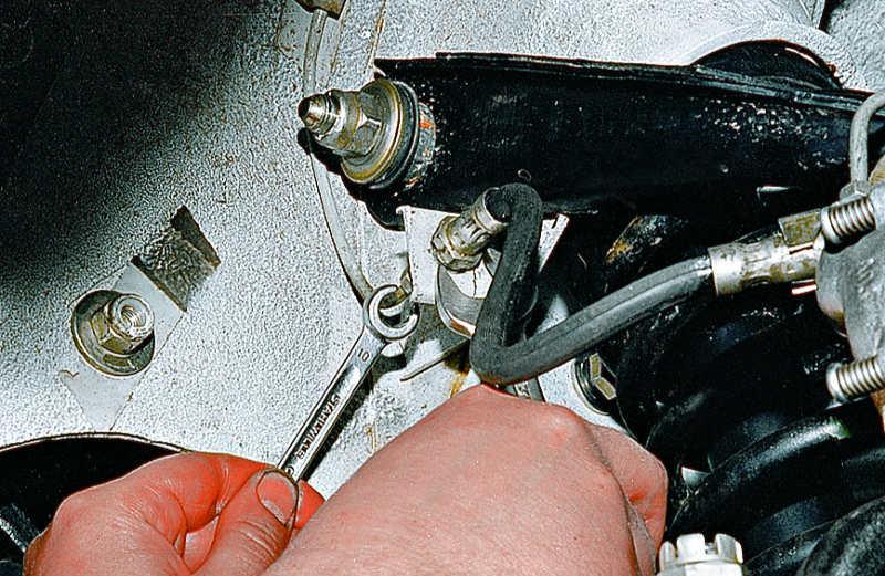 Замена тормозного шланга с прокачкой мазда 3 2007 Диагностика МКПП ниссан альмера классик