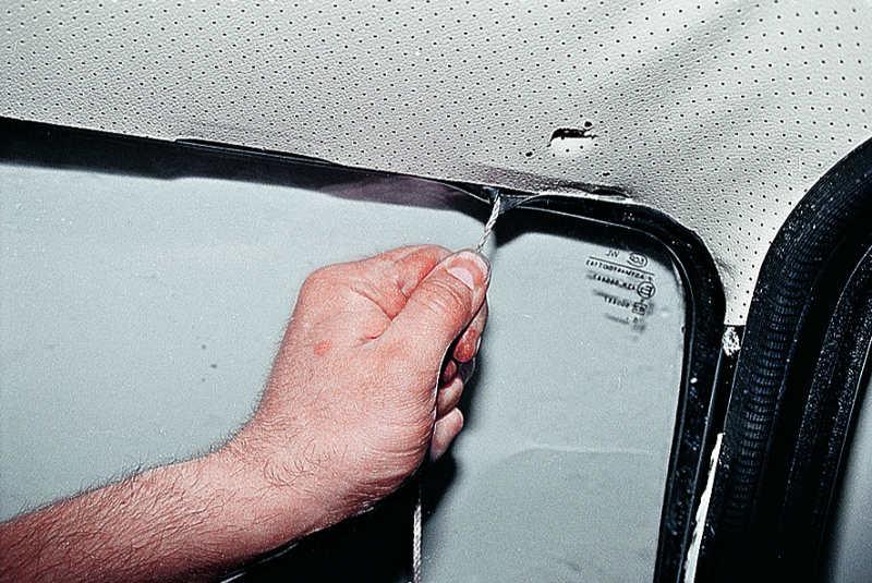 Поменять лобовое стекло своими руками 2