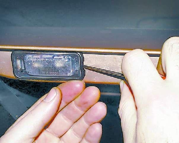 Как поменять лампочку в номере