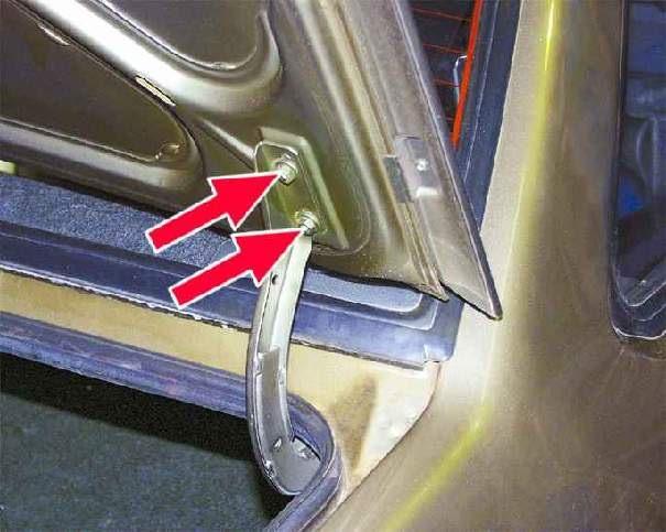 Гайки крепления крышки багажника