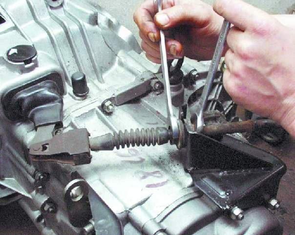 Вы увидети, как тросиксцепления подтягивается в сторону передней части вашего ВАЗ 2108, 2109,21099.