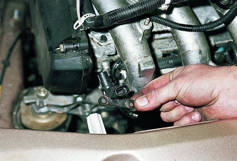Снятие и установка датчика фаз двигателя Ваз 2110, Ваз 2111, Ваз 2112, Лада Десятка.