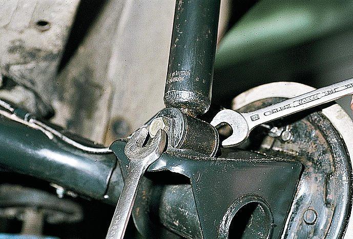 Фото №1 - как проверить задние стойки ВАЗ 2110