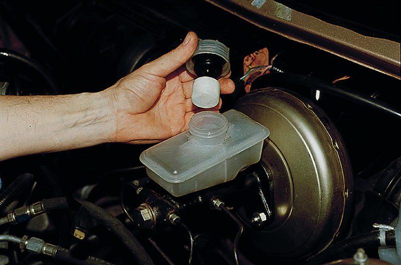 Фото №8 - как поменять тормозную жидкость на ВАЗ 2110