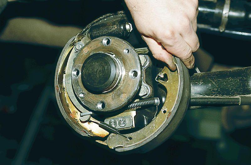 Фото №2 - замена задних тормозных колодок ВАЗ 2110