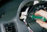 Не знаете, как снять панель приборов ВАЗ 2110.  Для этого нужно сделать следующие шаги. отвернуть винты и снять щиток...