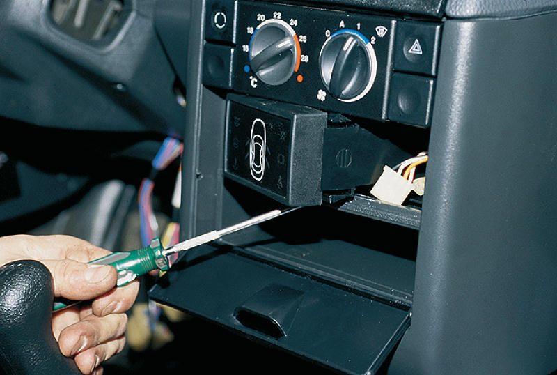Этот датчик связан с БСК (бортовая система контроля), а не с лампой Chech Engine. http://www.lada-foru...