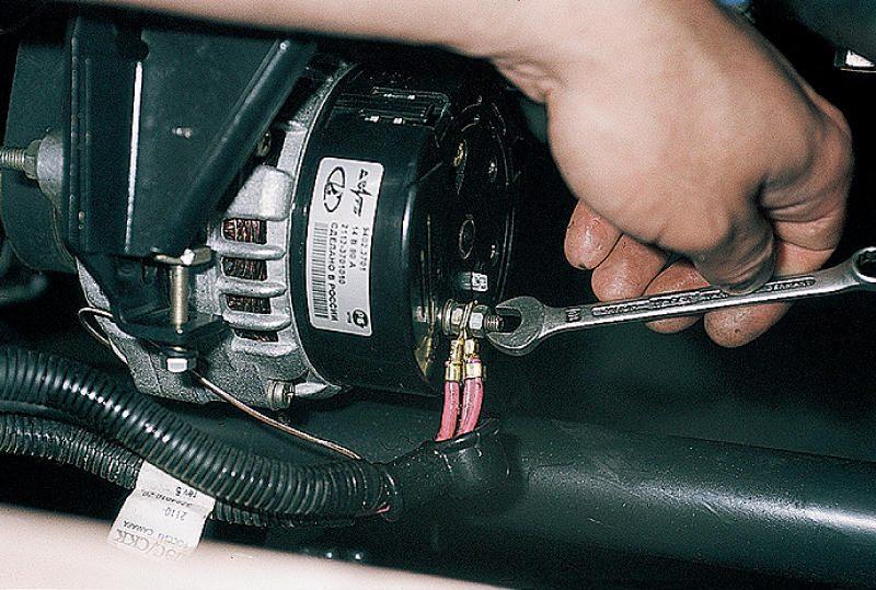 Фото №15 - как менять щетки на генераторе ВАЗ 2110