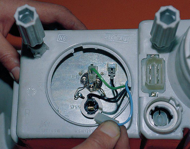 Фото №9 - как поменять лампочку стоп сигнала на ВАЗ 2110