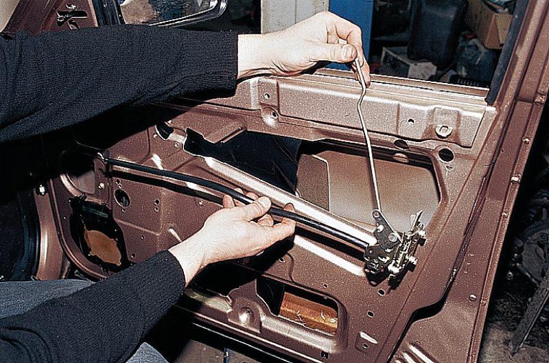 На ваз 2111 2112 электрический привод замка двери задка схема замка багажника ваз 2110 вам Схема системы блокировки...