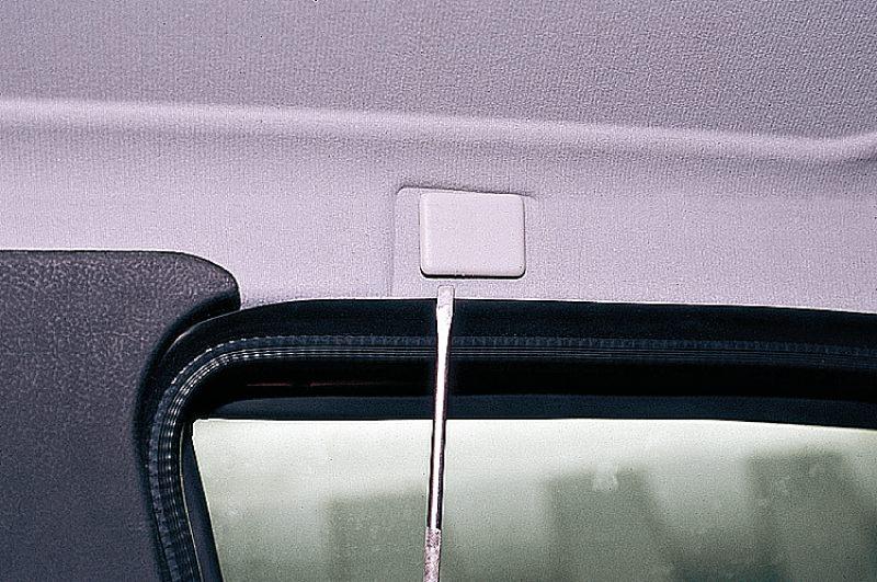 Заглушка над дверью со стороны водителя