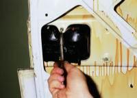 20.1.6. Снятие фонарей противотуманного света и заднего хода ВАЗ-2111.