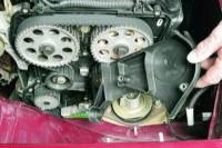 Снятие впускного трубопровода двигателя ВАЗ-21124.